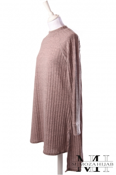Long ribbed sweater with round neck