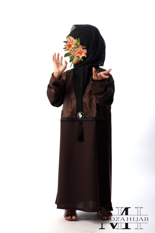 Abaya façon Kimono Chocolat bijoux et pompon