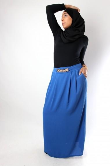 Long skirt encircles gilded