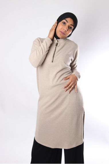 Long knit tunic with zip collar