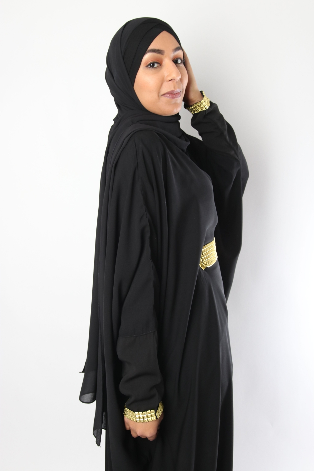 Abaya with baggy trousers Gold