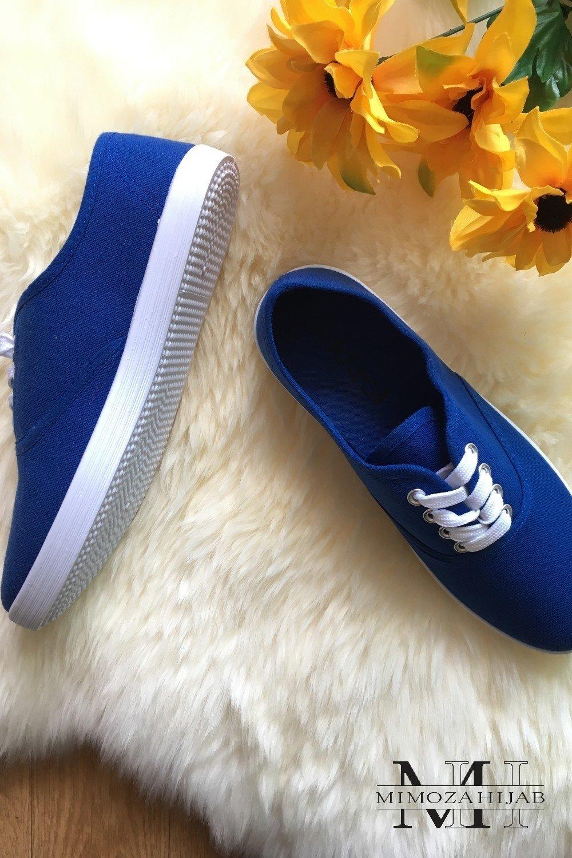 Chaussure en toile bleu roi